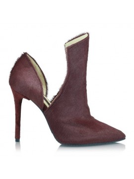 Her heels sound like Jazz (Marsala)